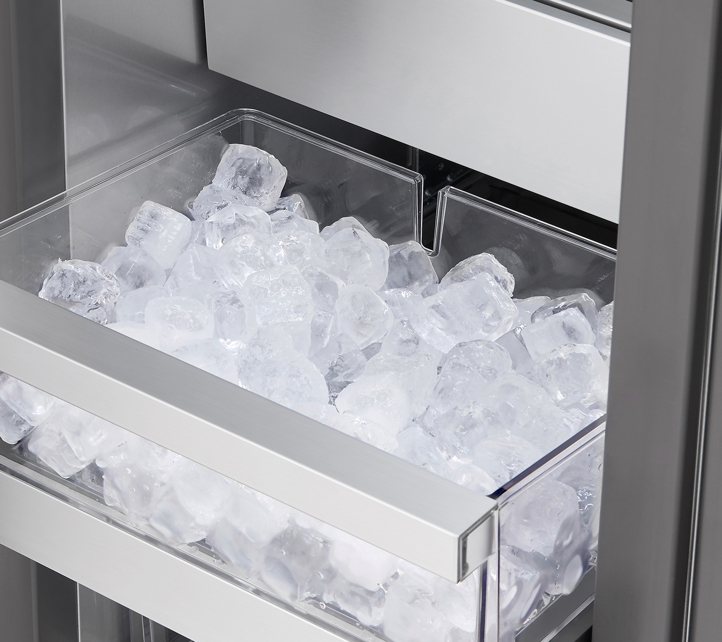 "Ice Maker & Bucket in 18"" Integrated Freezer Column"