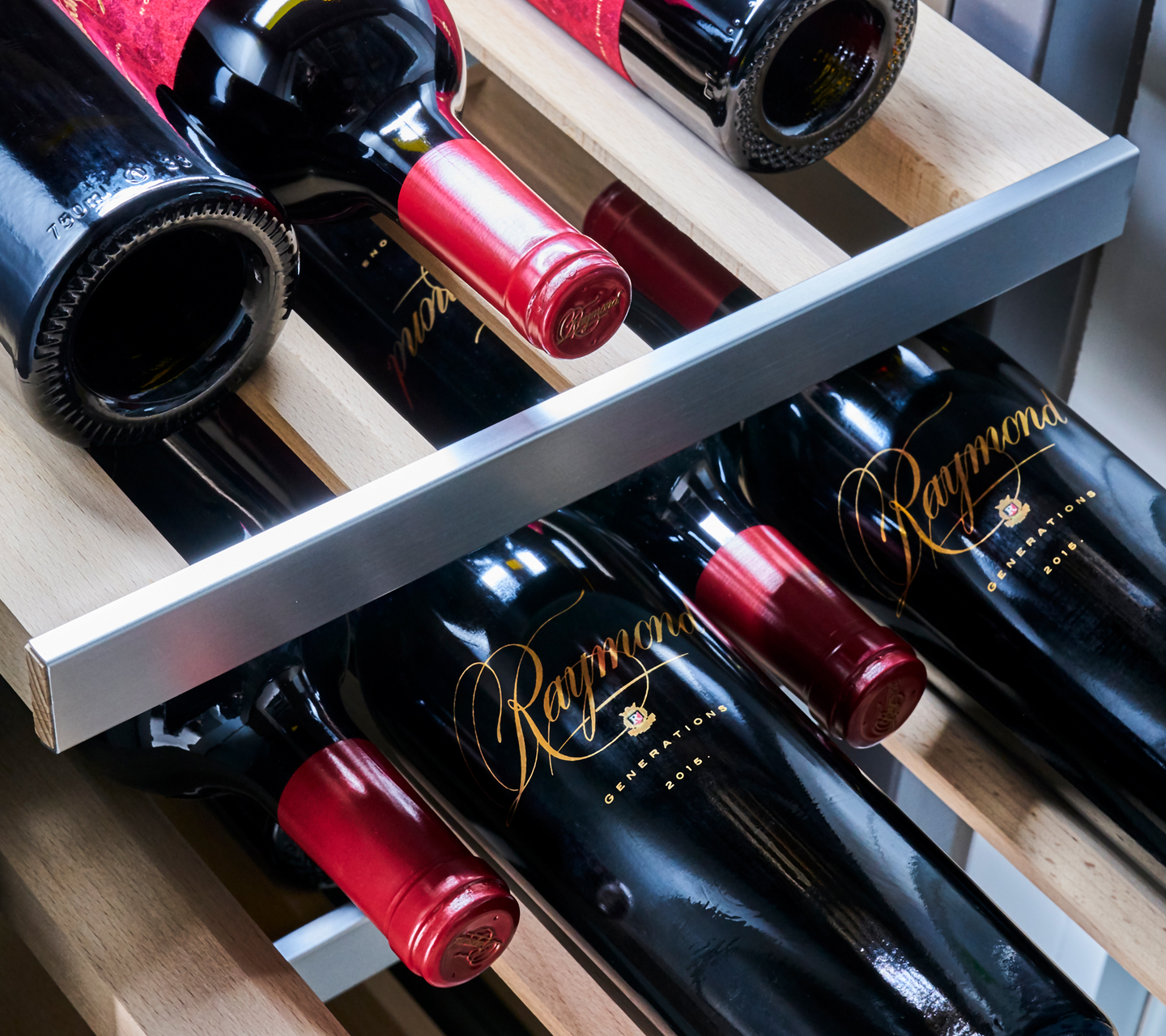 Built-in Wine Refrigeration | Signature Kitchen Suite
