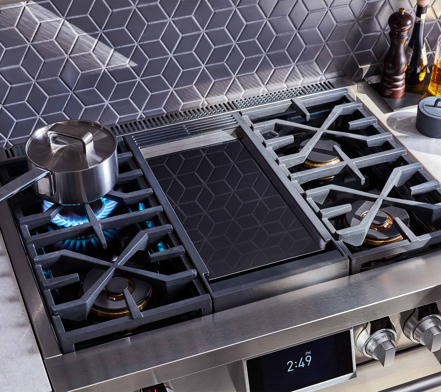 Chromium Griddle on 36-inch Dual-Fuel Pro Range