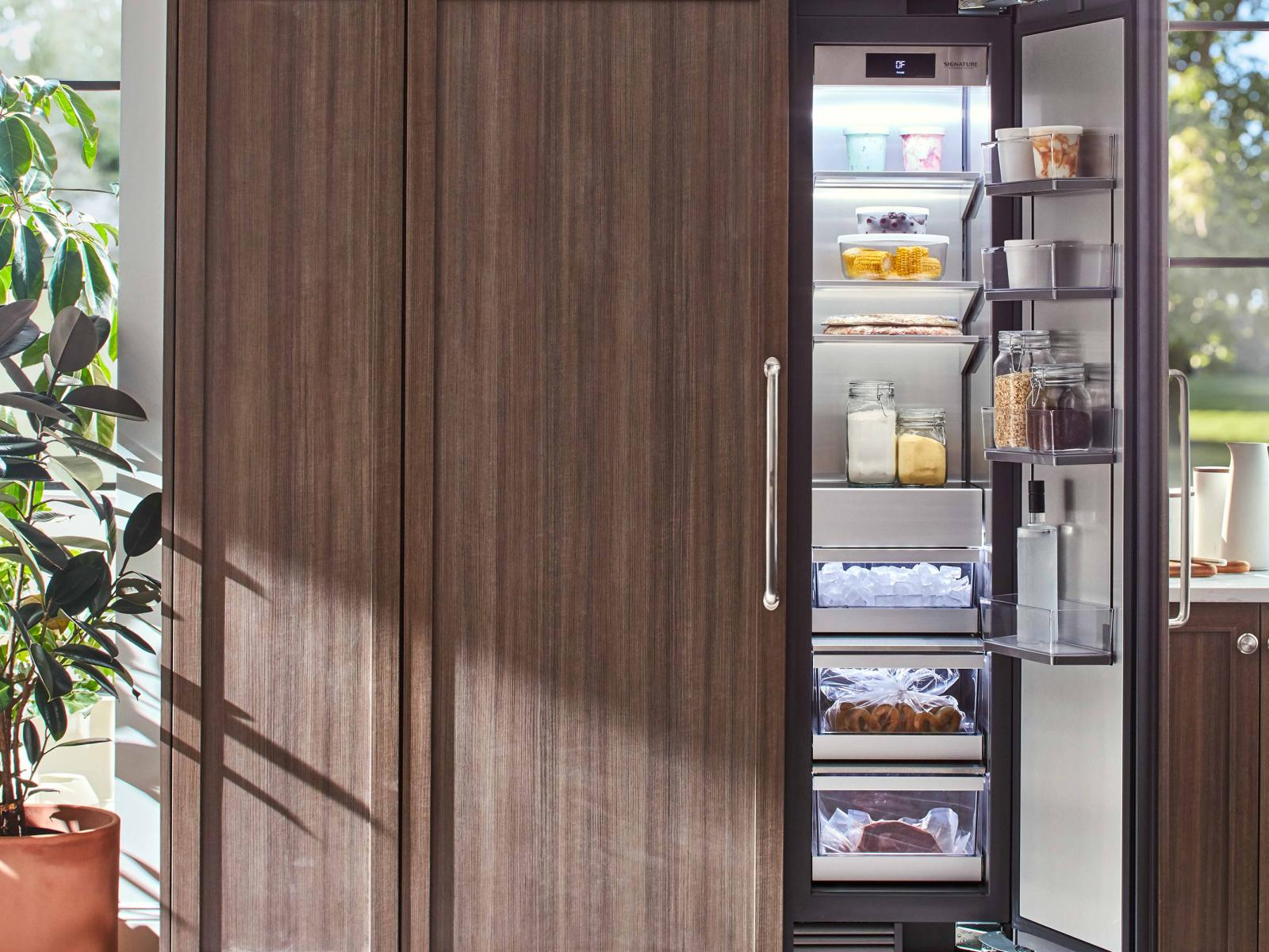 """18"""" Integrated Column Freezer from Signature Kitchen Suite"""